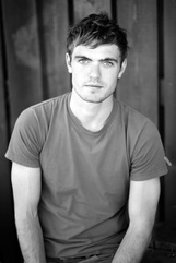 Alex Roe photo