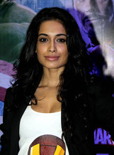 Sarah-Jane Dias photo