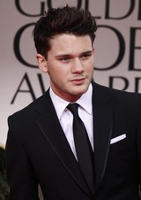 Jeremy Irvine photo