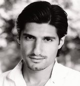 Kayvan Novak photo