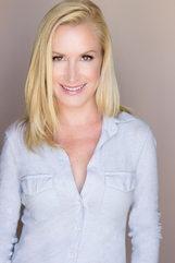 Angela Kinsey photo