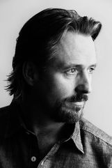 Linus Roache photo