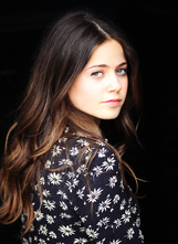 Molly Gordon photo