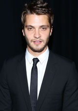 Luke Grimes photo