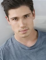 Actor Tanner Novlan
