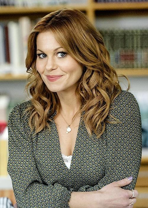 Download Three Bedrooms One Corpse An Aurora Teagarden Mystery Movie For Ipod Iphone Ipad In