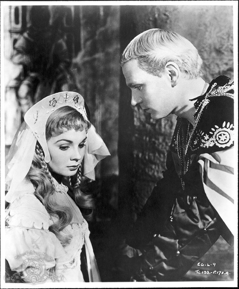 the manipulative quality of claudius in hamlet a play by william shakespeare Shakespeare essays also note that there is also another family in the play whose fate intersects with the fate of hamlet's family that is the family of polonius both families are destroyed.