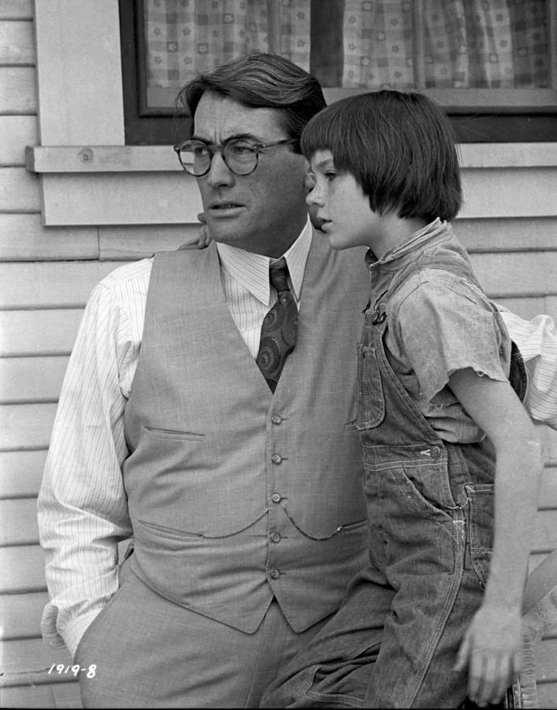 What are examples of social inequality in Harper Lee' To Kill a Mockingbird?